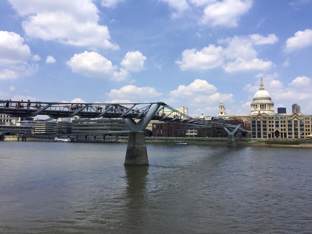 Millennium Bridge und St Paul's Cathedral