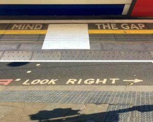 Mind the Gap und Look Right